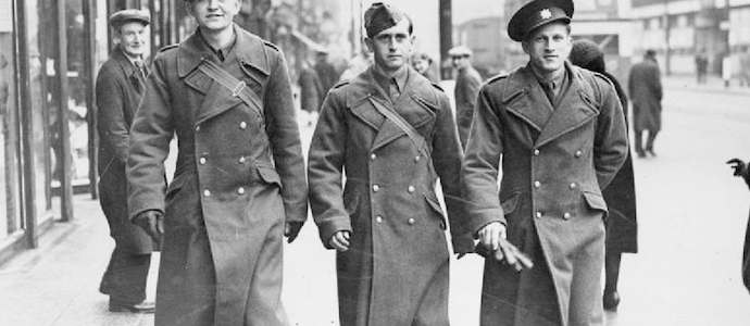 trench homme ancien militaire